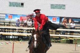 Соскок против темпа с посадкой назад на шею лошади